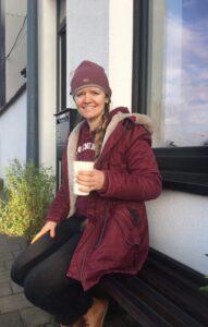 Emmy van Daele met Billie cup - initiatief WageningenDOET